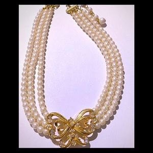 Vintage Avon 3 stranded pearl necklace